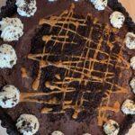 No bake tærte med karamel og chokolade ganache