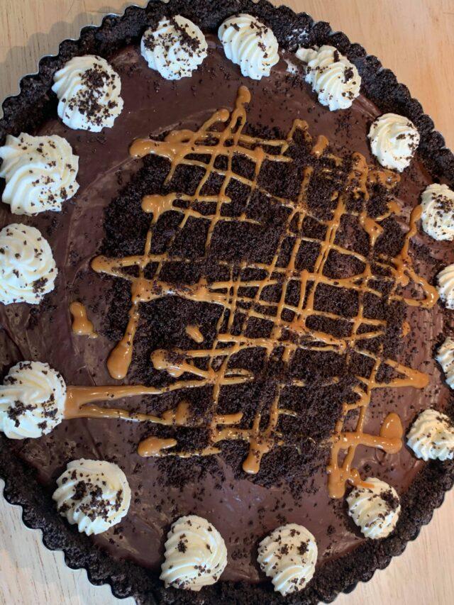 Tærte med karamel og chokolade ganache