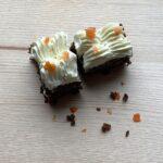Gulerodskage med flødeost topping
